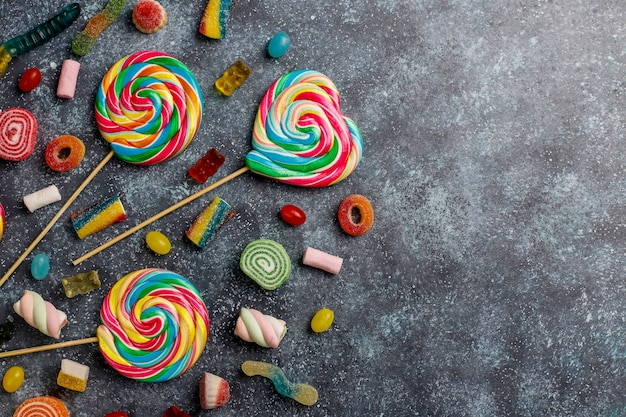 カラフルなキャンディー、ゼリー、マーマレード、トップビュー