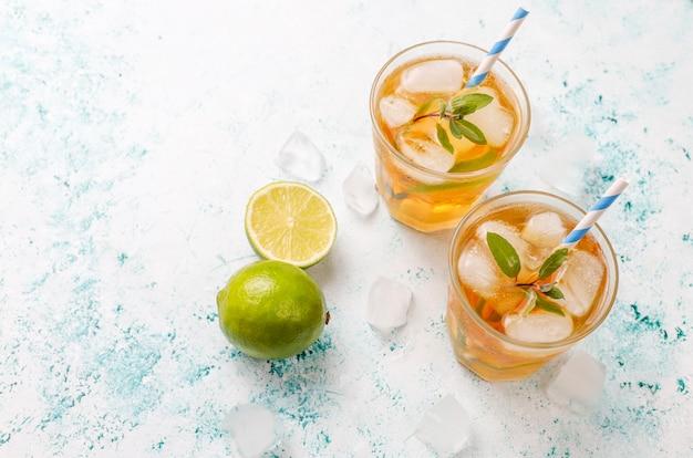 Чай со льдом с лаймом и льдом
