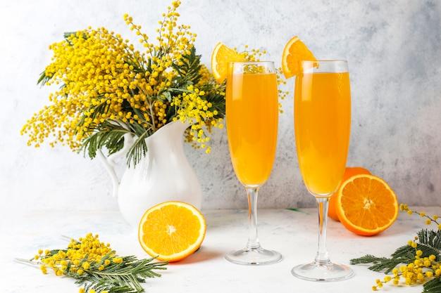 シャンペーンと自家製のさわやかなオレンジミモザカクテル