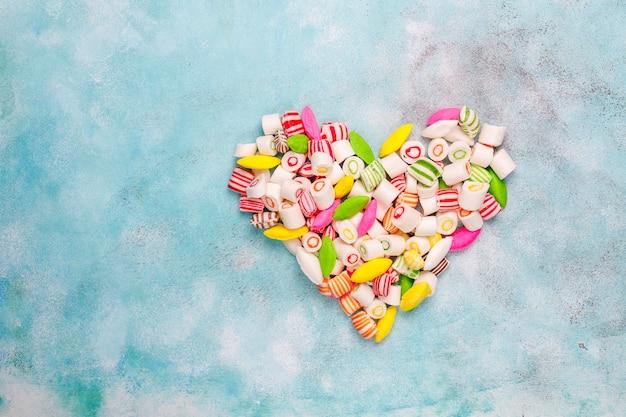 異なるカラフルな砂糖菓子、トップビュー