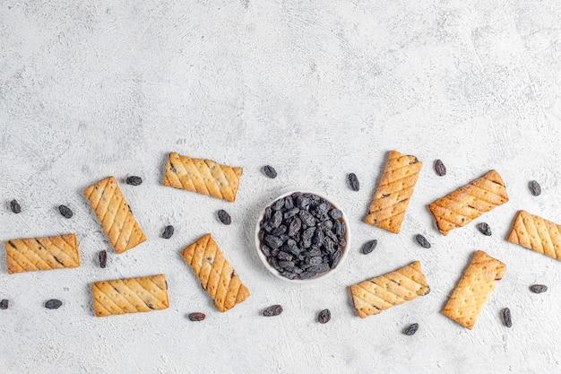 レーズン、トップビューでおいしいクッキー
