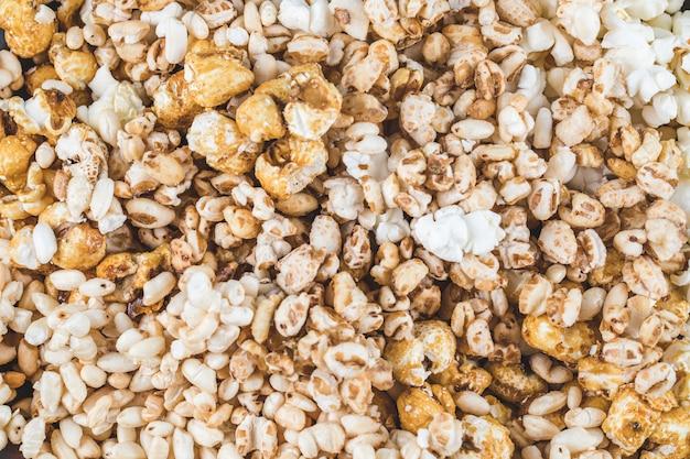 Попкорн и пшеничные кукурузные закуски