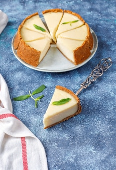 自家製ニューヨークチーズケーキのスライス