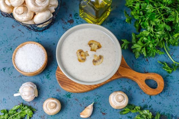 おいしい自家製キノコのクリームスープ、トップビュー