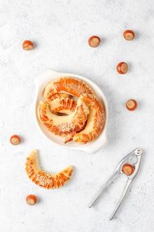 Фундук печенье с фундуком, вид сверху