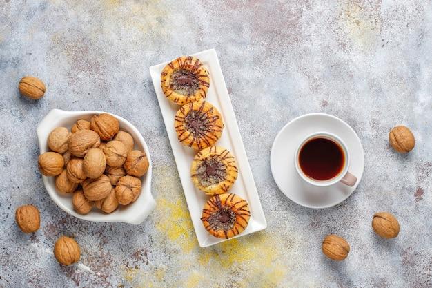 クルミとクルミとチョコレートクッキー、トップビュー