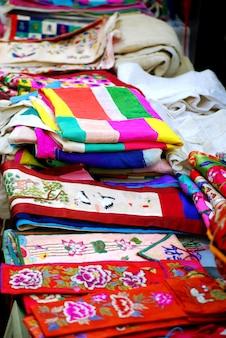 アジア市場での刺繍絹や麻の布