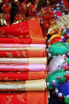 アジア市場での中国のシルクや観光のアイテム