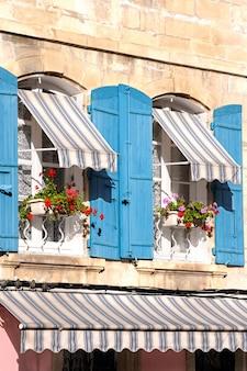 南フランスのフランス窓のプロバンススタイル