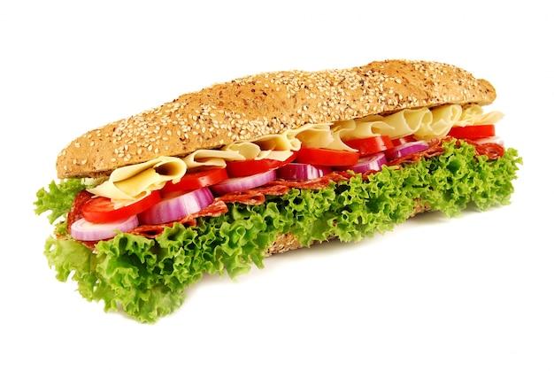 隔離された白い背景にバゲットのサンドイッチ