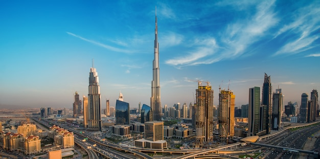 Дубай с красивым городом