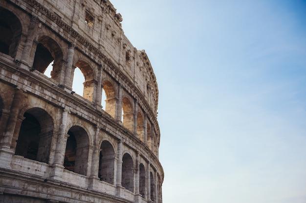 Колизей в риме. италия