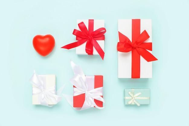 День святого валентина фон. подарки и красное сердце