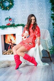 新年とクリスマスの妊娠中の女性