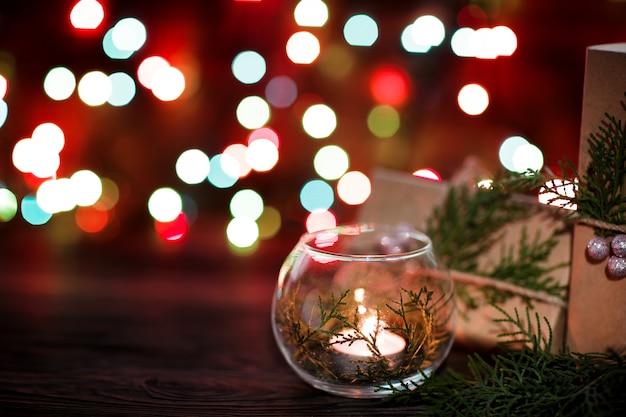 ギフトボックスとクリスマスの装飾とキャンドル