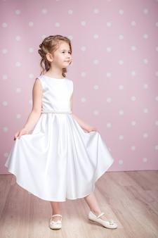 プリンセスドレスの少女