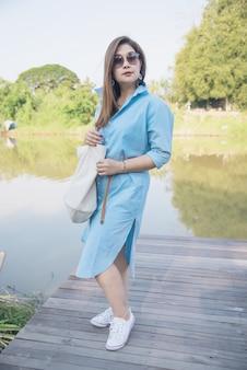 屋外のポートレート、アジアの女性