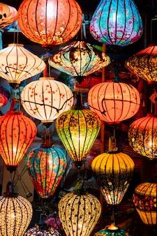 市場でベトナムのランタン