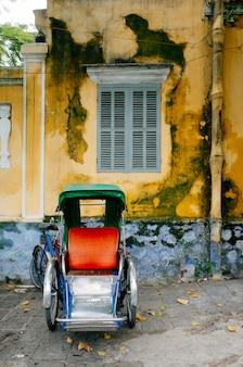 Старая классическая тележка хой ан, вьетнам