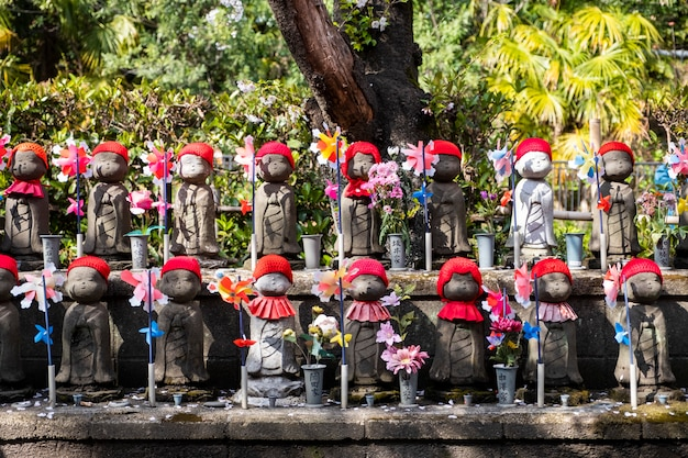 日本のお祭りで小さなかわいい地蔵