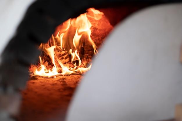 焼くために熱い暖炉