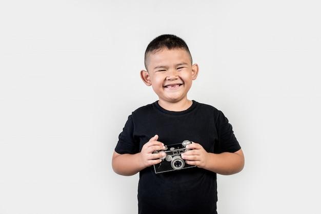 子供の写真家が写真を撮る