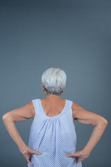 Пожилые женщины с болью.