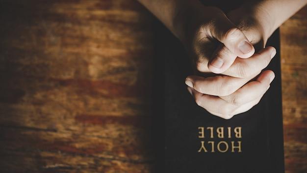クリスチャンの生命危機は神に祈ります。