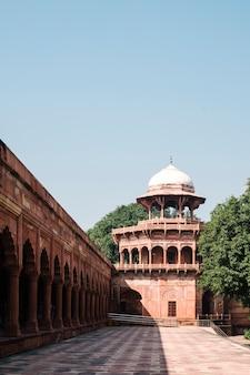 Древнее здание в индии