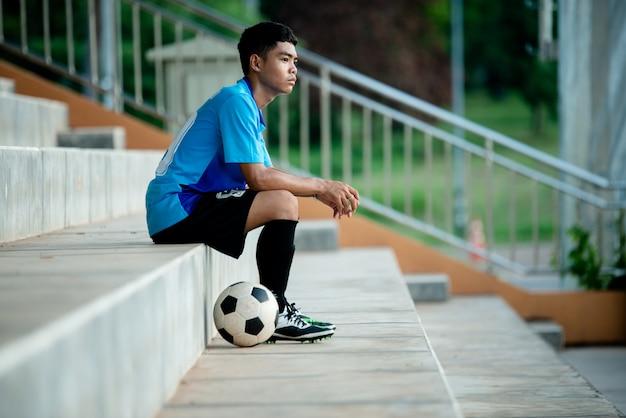 スタジアムでのサッカー選手のアクション