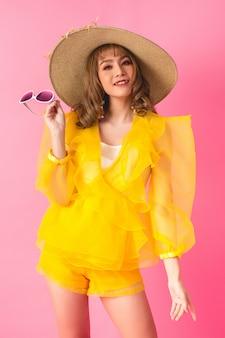 アジアのモデルのファッションの女の子
