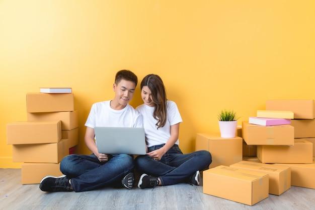 若いカップルが彼らの新しい家に移動
