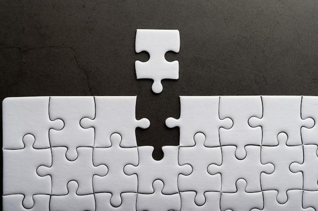 欠けているジグソーパズル。不足しているパズルのピース
