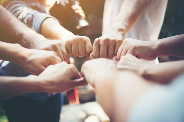 Сила людей рука встреча успеха