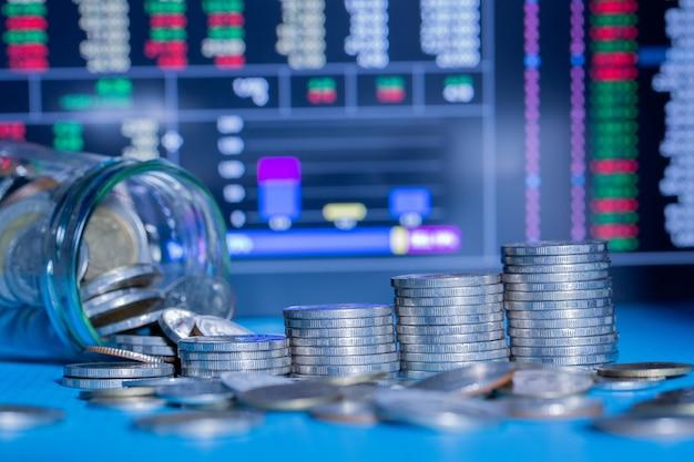 Крупный план пятирядных монет