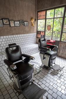 理髪店のレトロなビンテージスタイル