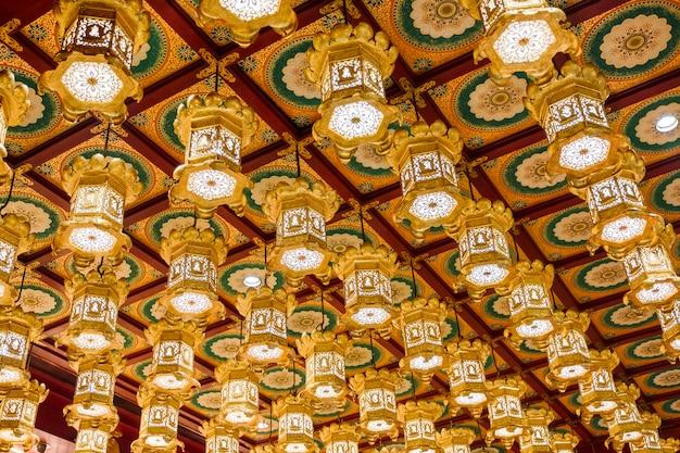 寺院の天井