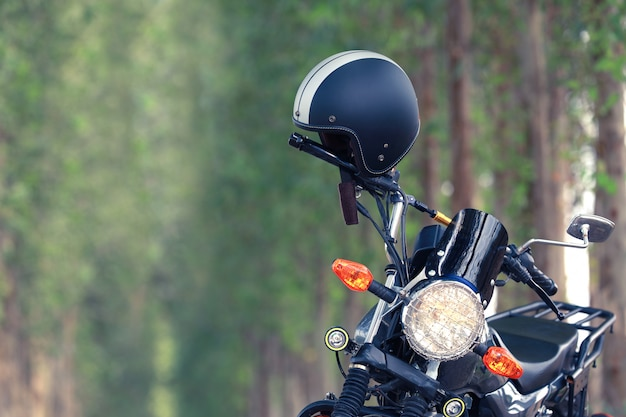 Шлем со старинным мотоциклом