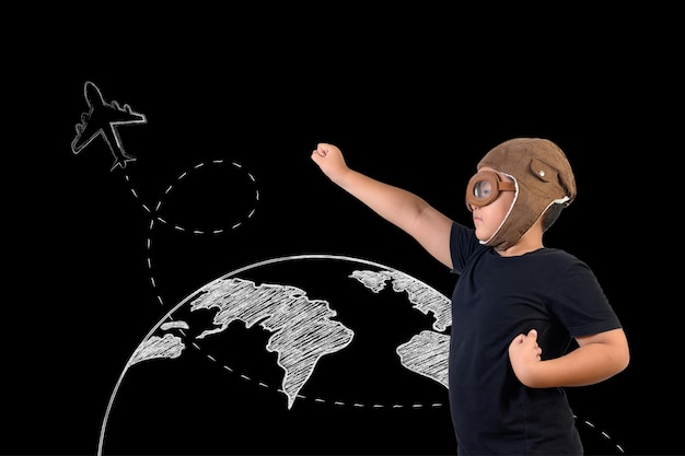 少年はスーパーヒーローのふりをして、宇宙飛行士として遊んでいます。コンセプトを描く