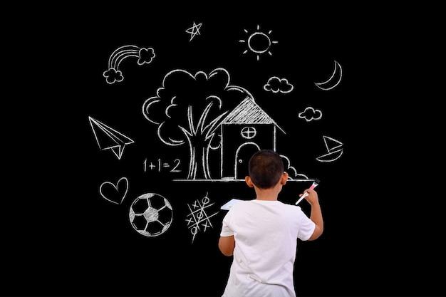 Художник мальчик, рисование на доске
