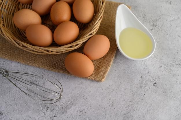 食事の調理用の卵