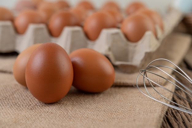 健康な高タンパク質のための生鶏卵オーガニック食品。