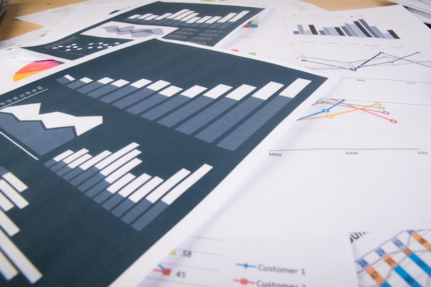 事業報告書。グラフとチャート。ビジネスコンセプト。