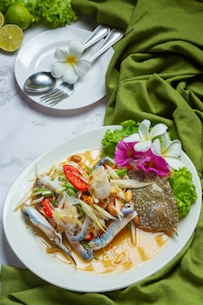パパイヤサラダパパイヤ青蟹新鮮なタイ料理。