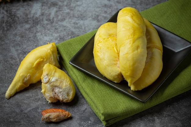 Золотисто-желтая дурианская мякоть.