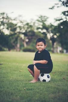 リトルボーイ、サッカーサッカー