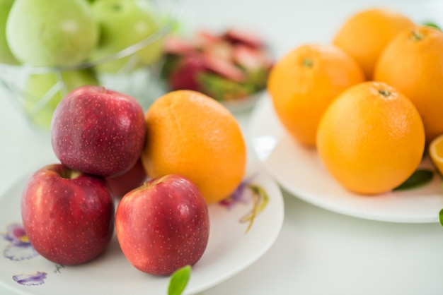 様々な果物、ヘルスケアと健康コンセプトを食べる