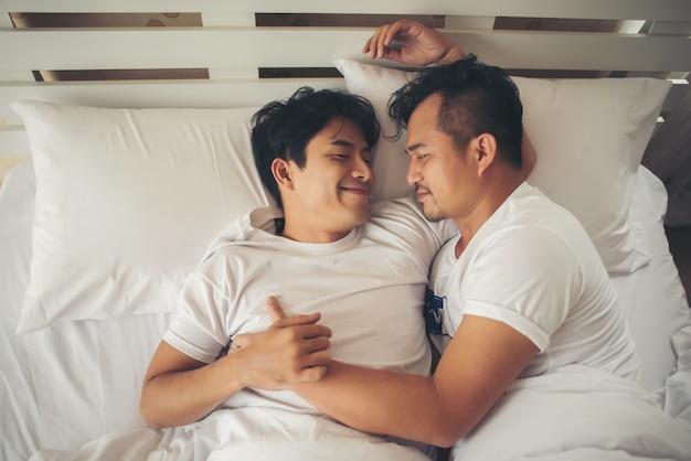 ゲイカップル愛の時間はベッドに