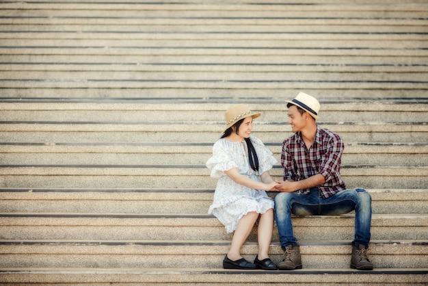 恋に若いカップル