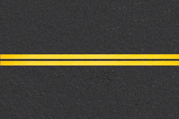 舗装道路の背景上のトラフィックの線